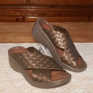 """BZEES """"DUSTY"""" WEDGE SANDALS - BROWN WOVEN 7.5W"""
